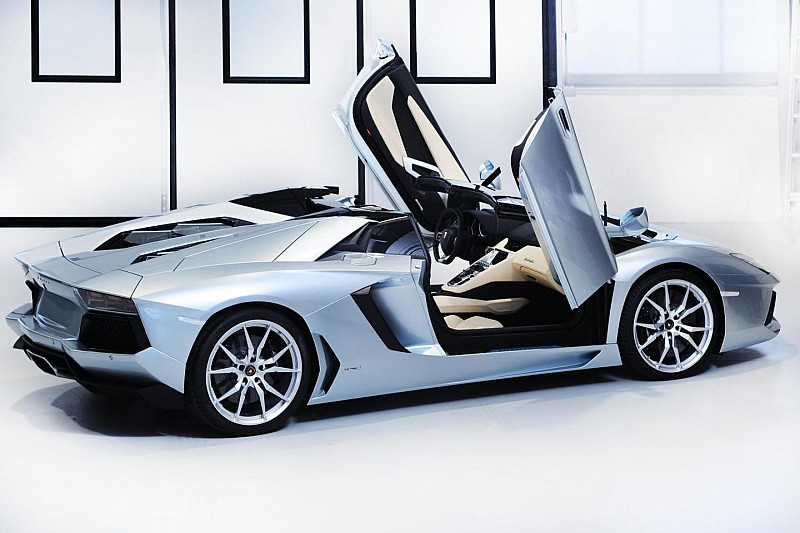 Lamborghini Aventador Roadster sold out until mid-2014 - report