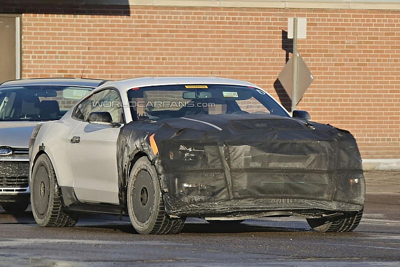2016 Ford Mustang Shelby GT350 / GT500 spied wearing less disguise
