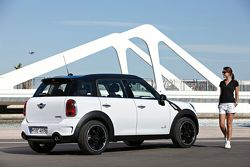 2011 MINI Countryman official photo